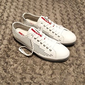 Men's Prada shoes paid $450 Size 11 Like new